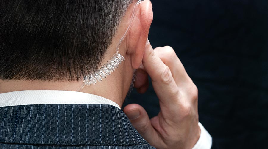 exec_protection-hand-to-earpiece